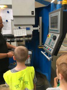FKI Fast Food Teknik Verninge Skole RelationsNetværket Virksomheder adopterer skoleklasser læringsbesøg
