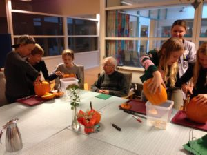 Plejecenter Hovergården Petersmindeskolen Vejle Virksomheder adopterer skoleklasser RelationsNetværket Den åbne Skole